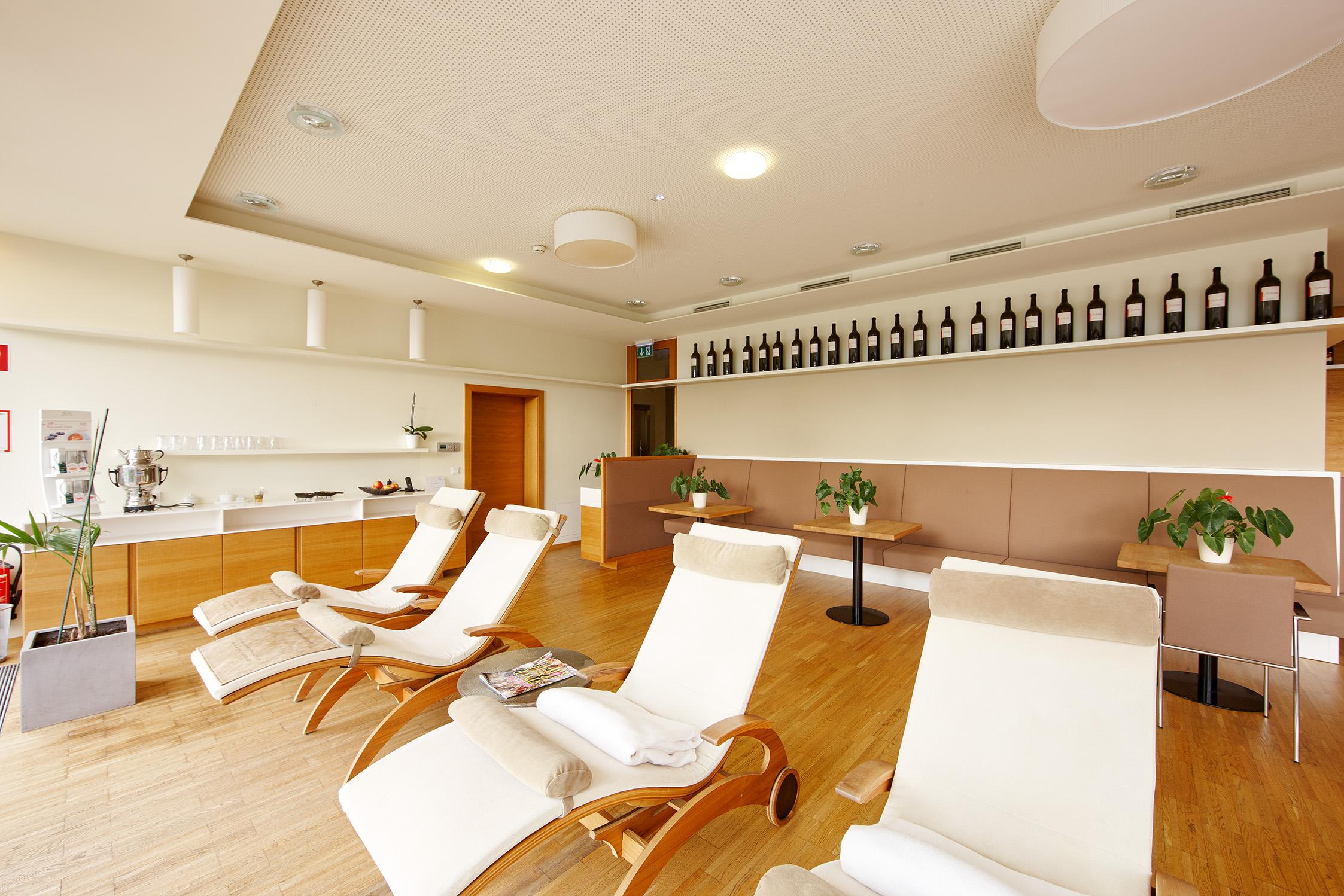 wellnessbereich gut p ssnitzberg. Black Bedroom Furniture Sets. Home Design Ideas